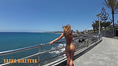 PISS PISS TRAVEL - Girl in a micro bikini pees in public in Gran Canaria
