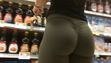 Candid - Really hot chick with tight leggings amazing ass