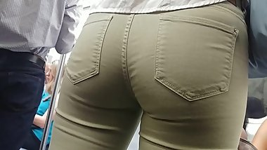 PERFECT TEEN ASS IN TIGHT GREEN PANTS