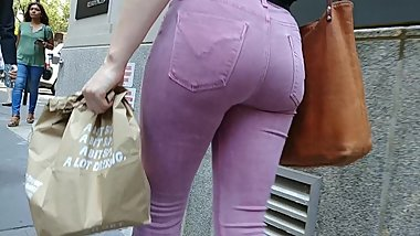 TIGHT ASS TEEN IN PINK PANTS WALKING IN NYC