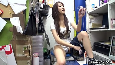 Japanese teen brunette;Mikuni Maisaki is masturbating at work;uncensored