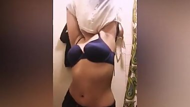Desi girl making a nude dance for bf