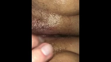 Rubbing my girlfriends clit until she cums