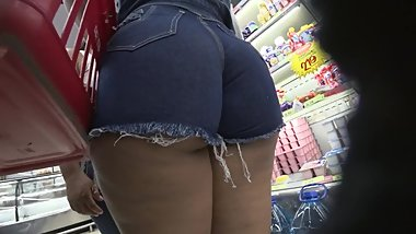 VOYEUR HOT MOM & DAUGHTER BIG ASSES IN SHORT SHORTS & SPANDEX. MUST SEE!!